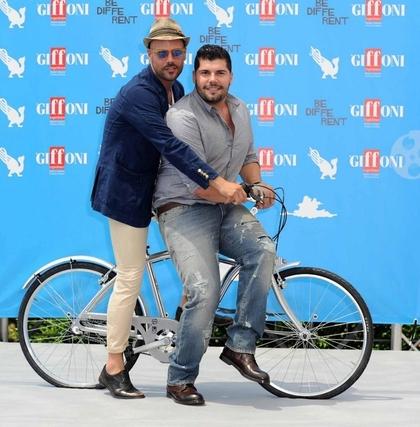 marco-d-amore-e-salvatore-esposito-in-bici
