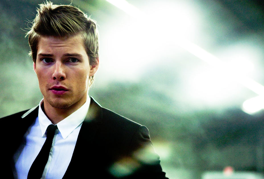 Hunter-Parrish-hunter-parrish-20409340-1021-679