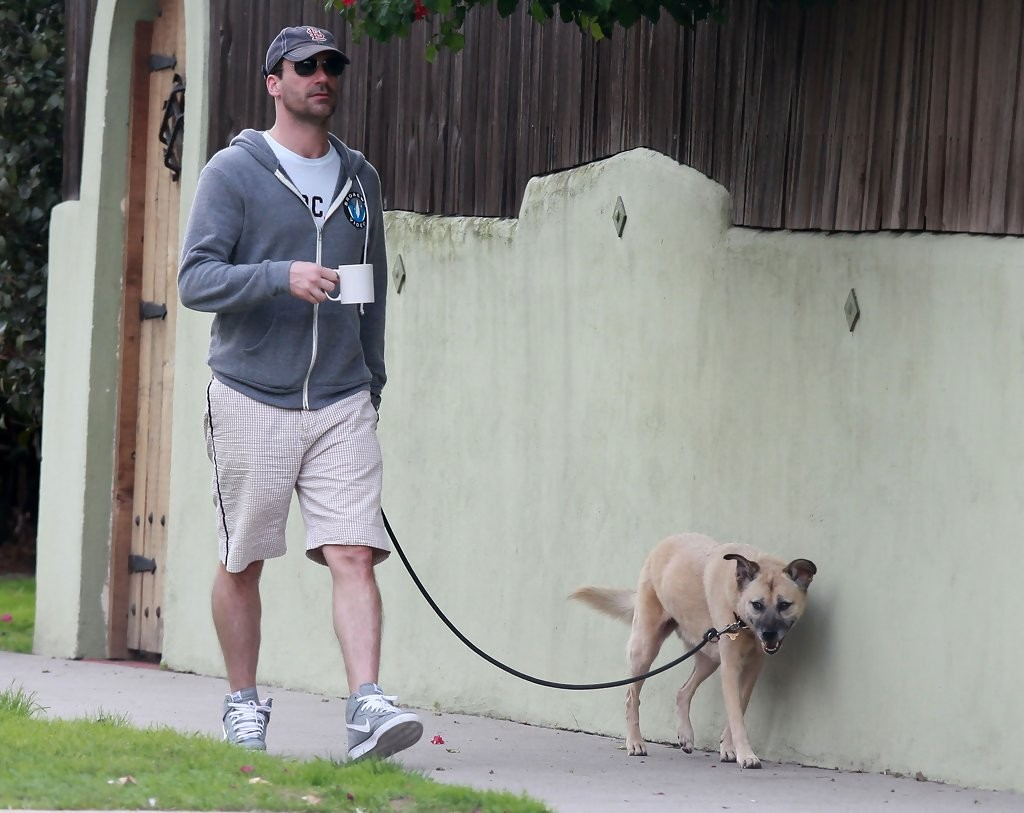 Jon+Hamm+Jon+Hamm+Out+Walking+Dog+Los+Angeles+0lkavrQ2ML4x